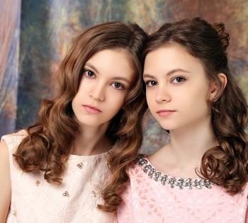 Профессиональная фотосессия в студии. Фотосессия для сестер-близнецов.