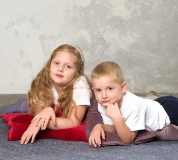 Детская фотосессия. Братишка и сестрёнка.