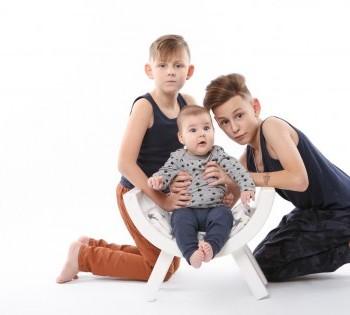 Детская фотосессия в студии. Фотография трёх братьев