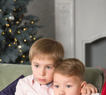 Фотосессия для двух братьев. Семейная фотосессия в студии