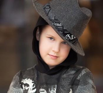 Оригинальный детский портрет. Детские фотосессии в Днепре. Детская студийная фотосъемка.