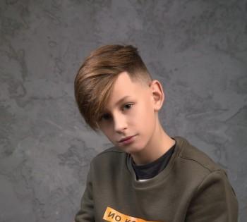 Стильный портрет мальчика. Фотосессия в студии.