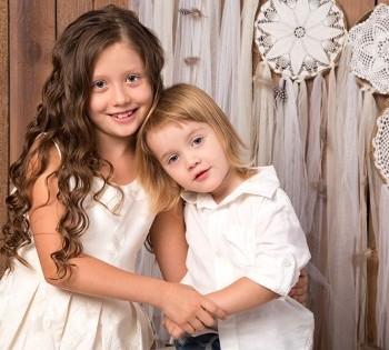 Семейная съемка в студии. Идеи для детской фотосессии братика и сестрички. Детские фотосессии в Днепре.