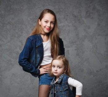Стильная фотография девочек.  Студийная фотосессия.