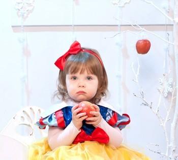 Белоснежка. Сказочная и очень милая детская фотография. Детские фотосессии в Днепре. Детская студийная фотосъемка.