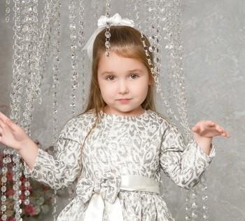 Прекрасная малышка на фотосессии.