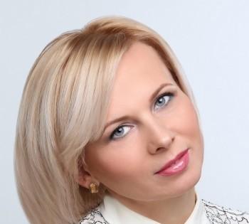 Женский бизнес-портрет. Фотосъёмка сотрудников в студии.