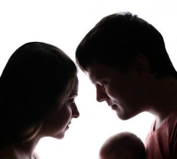 Новорожденный на семейной фотосессии в студии. Фотосессия новорожденного в Днепре. Фотограф Лариса Дубинская.