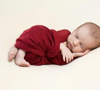 Сладкий сон младенца. Профессиональная фотосессия младенца в фотостудии Птичка. Фотограф Лариса Дубинская.