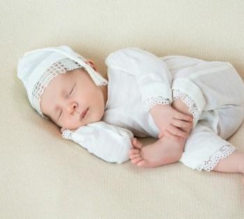 Малыш в чепчике для сна. Фотосъемка новорожденных. Днепр
