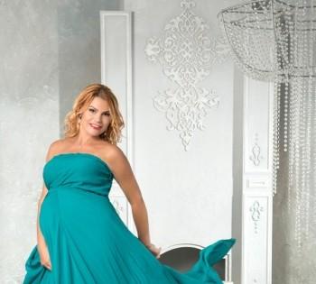 Фотография будущей мамы в шикарном платье. Фотосъемка беременности. Фотограф Лариса Дубинская. Днепр