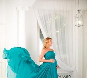 Фотография будущей мамы в красивом платье. Фотосъемка беременности. Фотограф Лариса Дубинская. Днепр