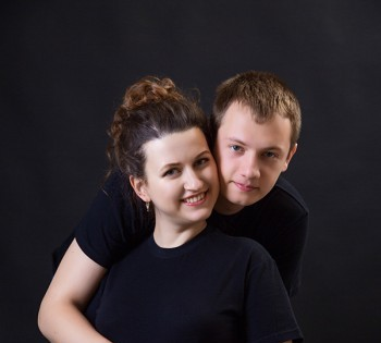 Студийный портрет счастливых будущих родителей. Фотосъемка беременности. Фотограф Лариса Дубинская. Днепр