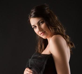 Нежная будущая мамочка на студийной фотосессии. Фотосъемка беременности. Фотограф Лариса Дубинская. Днепр