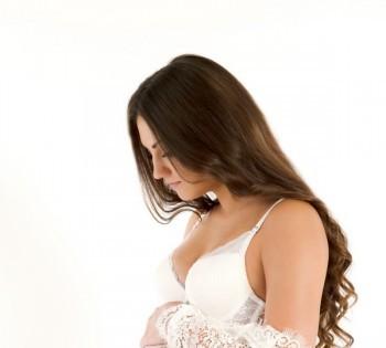 Нежная фотография будущей мамы. Фотосъемка беременности. Фотограф Лариса Дубинская. Днепр