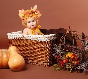 Яркая фотосессия ребенка в креативных декорациях. Фотосъемка первого года жизни ребенка. Фотограф Лариса Дубинская. Днепр