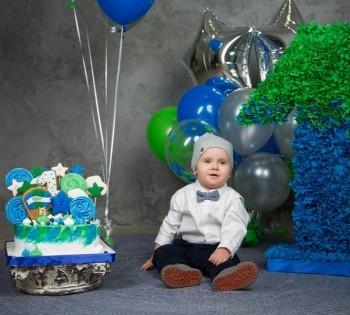 Идея для фотосессии на годик ребёнку. Фотостудия Птичка.