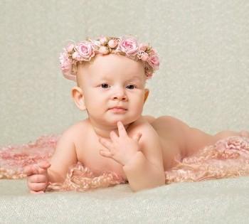 Фотосессия малышки в стильном ободочке