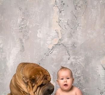 Фотосессия ребеночка с домашним питомцем. Фотосъемка первого года жизни ребенка. Фотограф Лариса Дубинская. Днепр