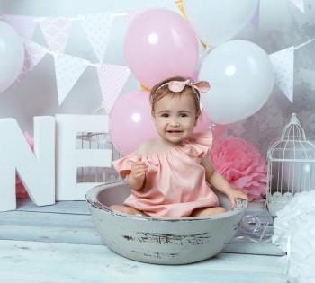 Фотосессия на годик ребёнку. Малышка в воздушных шарах