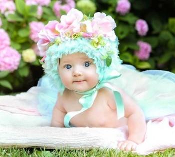 Фотография малышки в красивой шапочке. Детская фотосессия в Днепре.