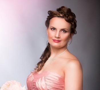 Нежный образ женщины в фотопроекте к 8 марта. Фотостудия Птичка