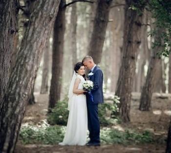 Свадебная фотосессия в сосновом бору