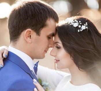 Нежная и стильная фотография жениха и невесты. Свадебный фотограф в Днепре.