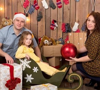 Весёлая новогоднняя фотосессия для всей семьи. Семейная фотосессия. Днепр.