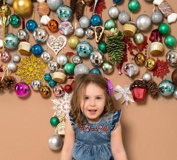 Новогодняя фотосессия красивой малышки в фотостудии Птичка.