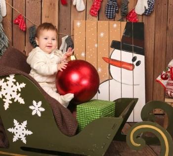 Новогодняя фотосессия для ребенка до года. Семейная фотосессия в новогодних декорациях. Днепр. Фотостудия Птичка.