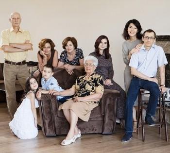 Фотосъёмка больших семей в домашнем интерьере.