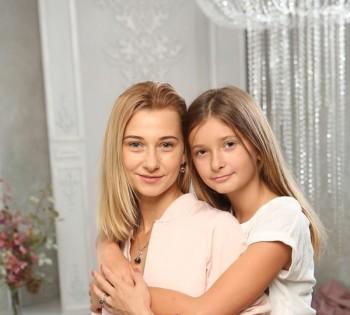 Красивые мама и дочка