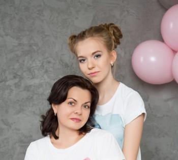 Фотосессия мамы и дочки в день рождения