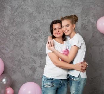Фотосессия мамы и дочки в день торжества