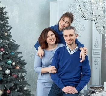 Стильный семейный портрет в студии.