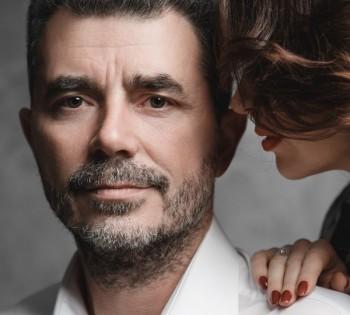 Трогательная нежная фотография мужа и жены. Семейная фотосессия.