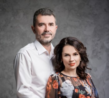 Классический семейный портрет для супругов. Студийная фотосессия.