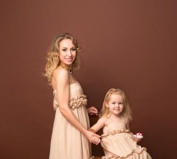 Стильная фотосессия в студии мамы и дочки