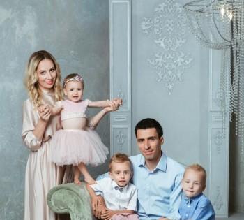Семейный портрет в фотостудии
