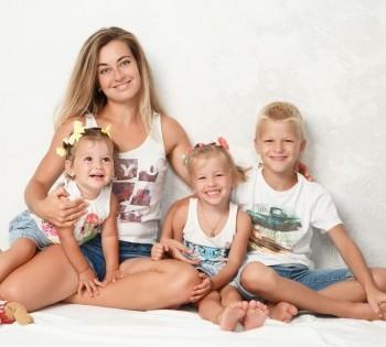 Мама и трое деток