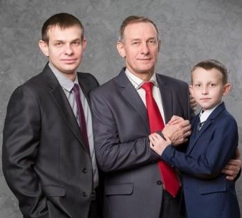Фотография дедушки, папы и внука. Фотосессия в студии. Днепр.