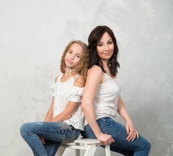 Незабываемая фотосессия в студии для мамы и дочки