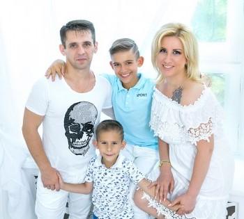 Семейное фото в студии фотоателье Птичка. Естественный свет.