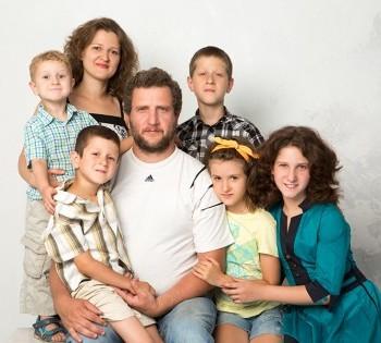 Красивое фото большой семьи.