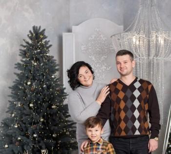 Новогодняя семейная фотосессия в нашей фотостудии.