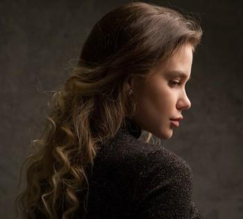 Женственный портрет с красивым освещением. Фотостудия Птичка