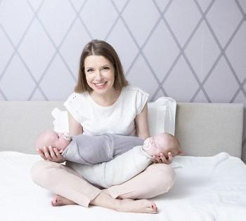 Счастливая мама с малышами. Фотосессия в стиле LifeStyle в Днепре.