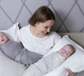 Счастливые моменты. Мама с младенцами. Фотосессия в стиле LifeStyle в Днепре.