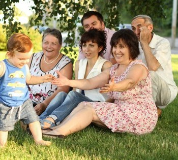 Искренняя семейная фотокарточка. Фотосъемка на природе Днепр.